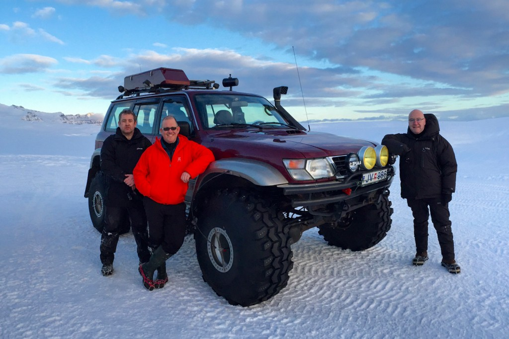 Oskar's Ice Cave Nissan 4x4 - www.iceguide.is