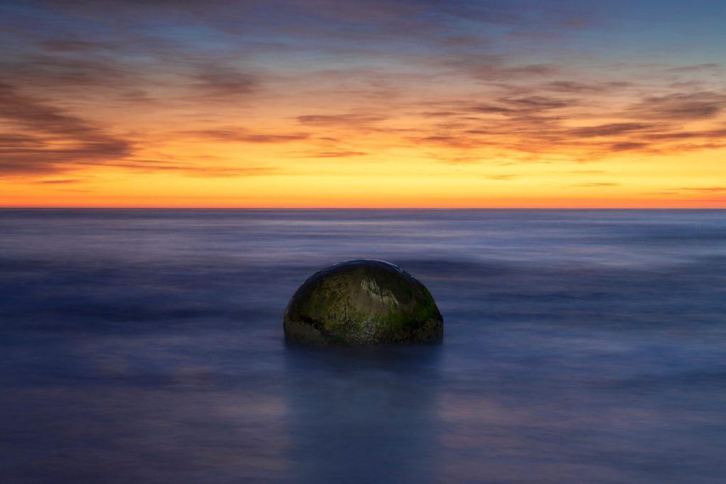 Sunrise, Moeraki Boulders, Koekohe Beach, New Zealand